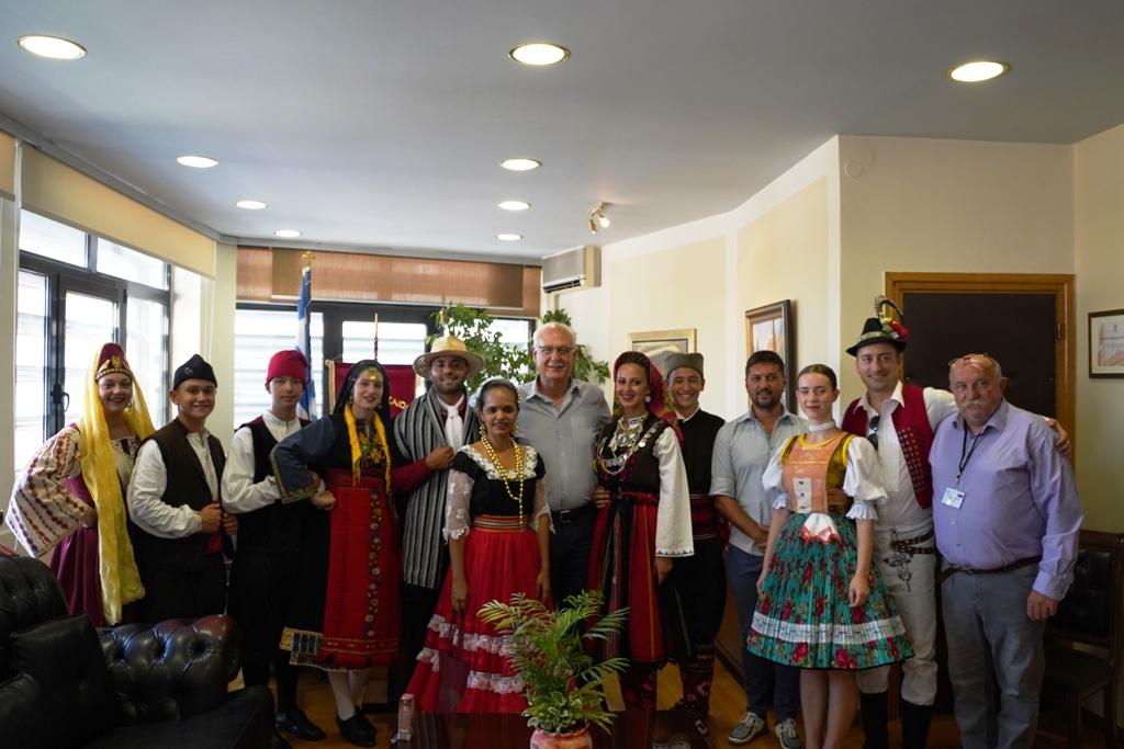 Επίσκεψη στον δήμαρχο Λαρισαίων εκπρόσωπων χορευτικών ομάδων που συμμετείχαν στην 4η χορευτική συνάντηση πολιτισμών