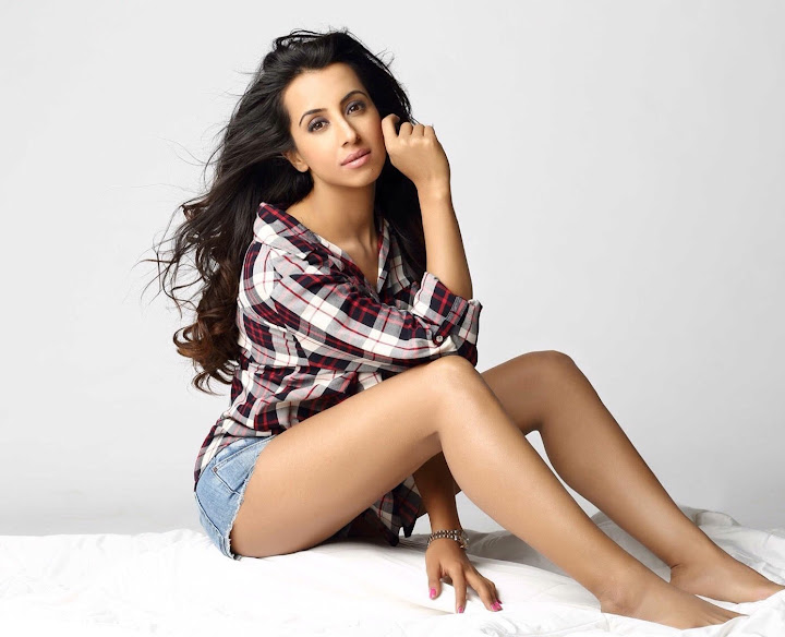 Kannada Actress Sanjjanaa New Hot images