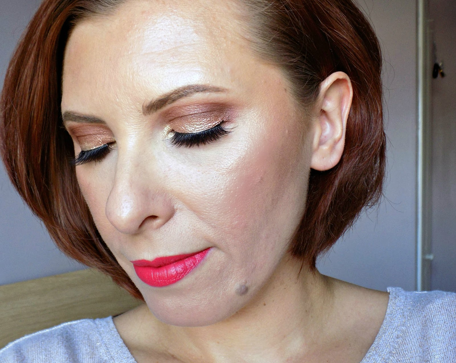 rose golden eyes and bright coral lips makeup look