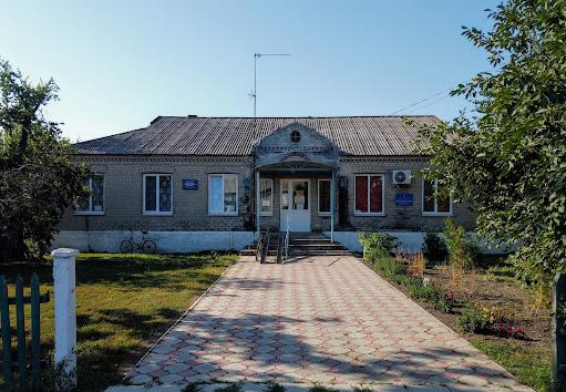 Новопідгородне. Фельдшерський пункт і бібліотека
