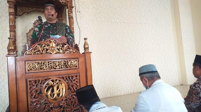 Satgas TMMD Khutbah Jumat di Masjid Baitul Arif. Ajak Jamaah Perbanyak Amal Sholeh