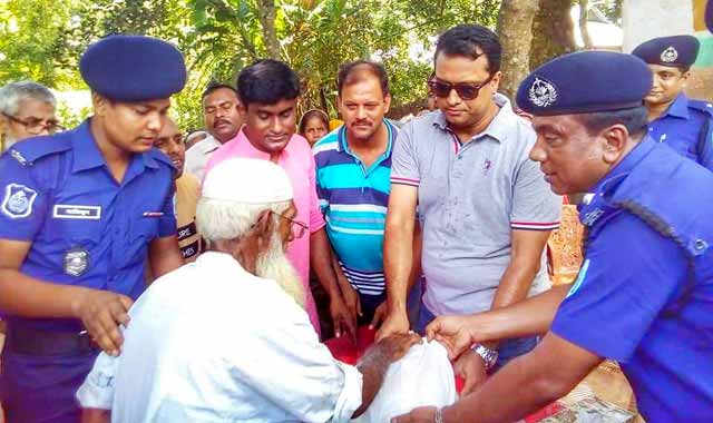 Romari police distributed relief to the superintendent