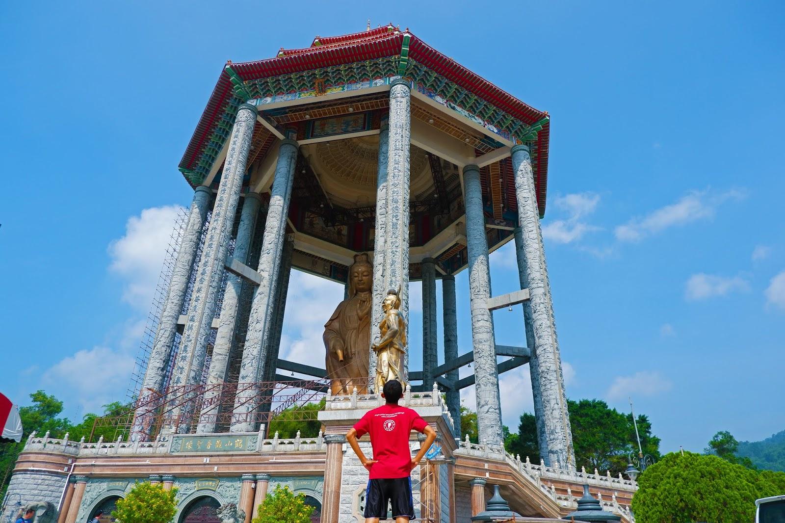 Dewi-Kwan-Im-Statue.jpg