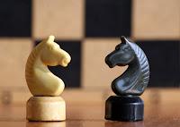 Šachová partička v predajnom rozhovore.