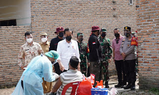 Tinjau Vaksinasi Door-to-Door di Deliserdang, Presiden Jokowi Ajak Masyarakat Ikut Vaksinasi dan Patuhi Prokes