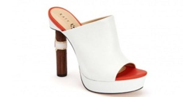 The Cleo sepatu jenis platform mule yang bagian tumitnya berbentuk cerutu