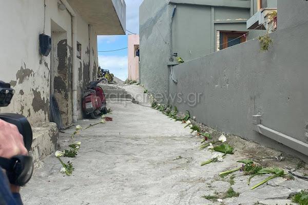 Κρήτη: Σπαρακτικές στιγμές – Έστρωσαν λουλούδια για να περάσει η σορός του άτυχου 2χρονου Ζαχαρία