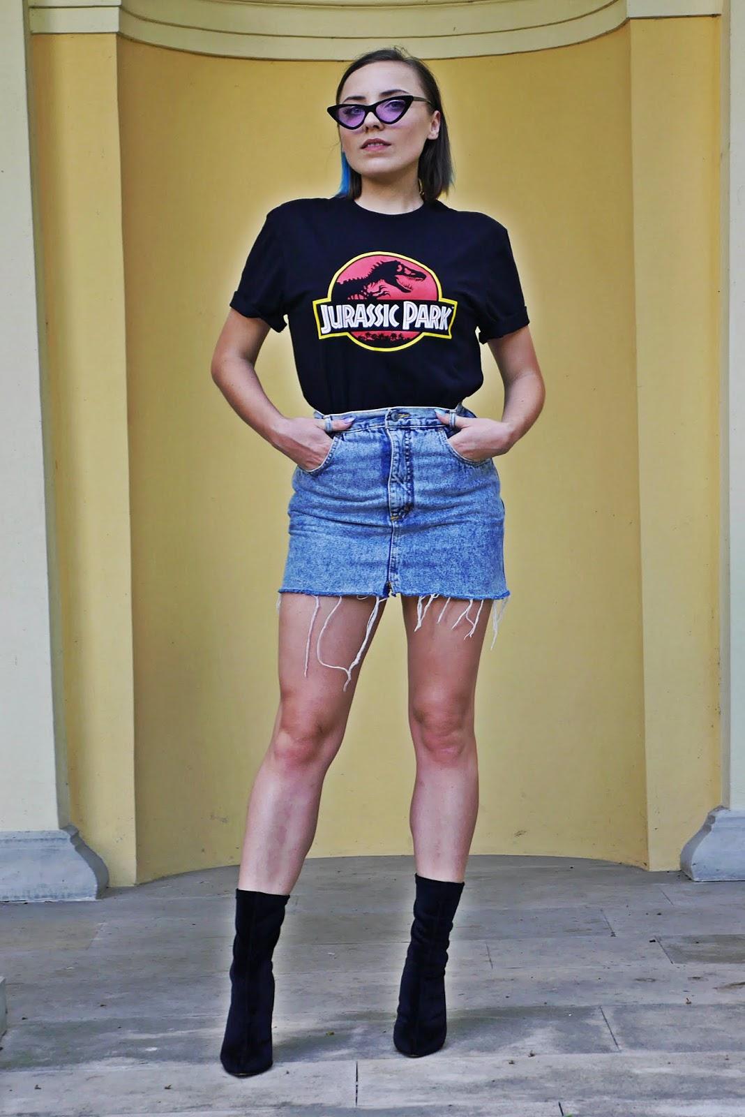 11_jurassic_park_t-hirt_spodnica_jeans_botki_skarpetki_renee_karyn_blog_modowy_080718