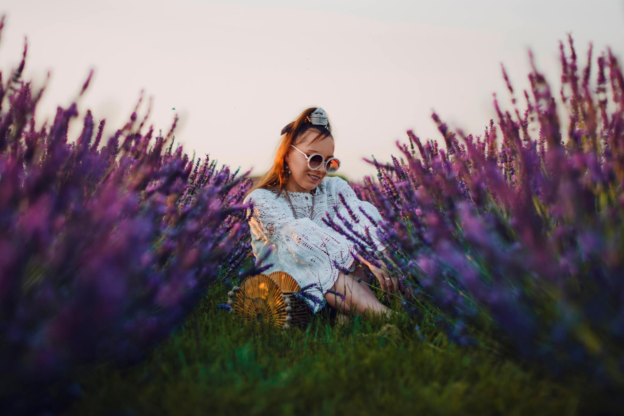 fashion blogger karyn white dress boho floral white slippers with bowtie lavender field photoshoot photos inpsiration boho look chick look