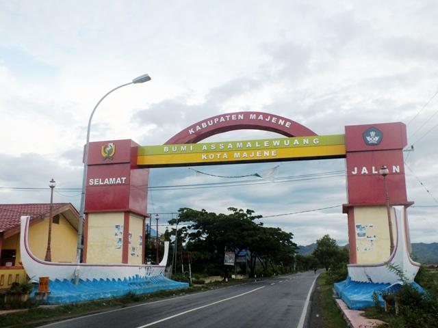 gerbang kota majene di timur