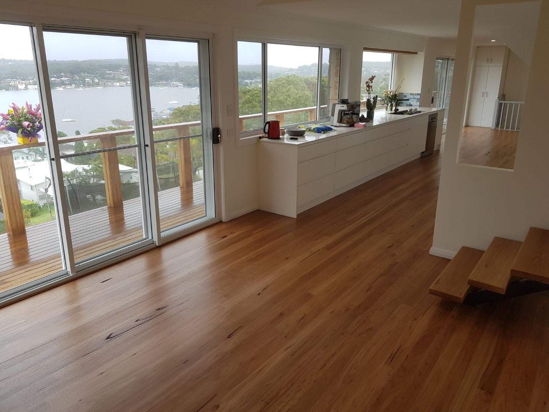 varnishing wooden floors