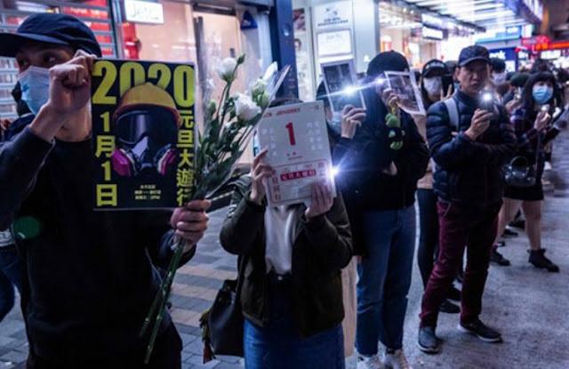 हांगकांग के प्रदर्शनकारियों ने 2020 में राजनीतिक मांगों को उठाया