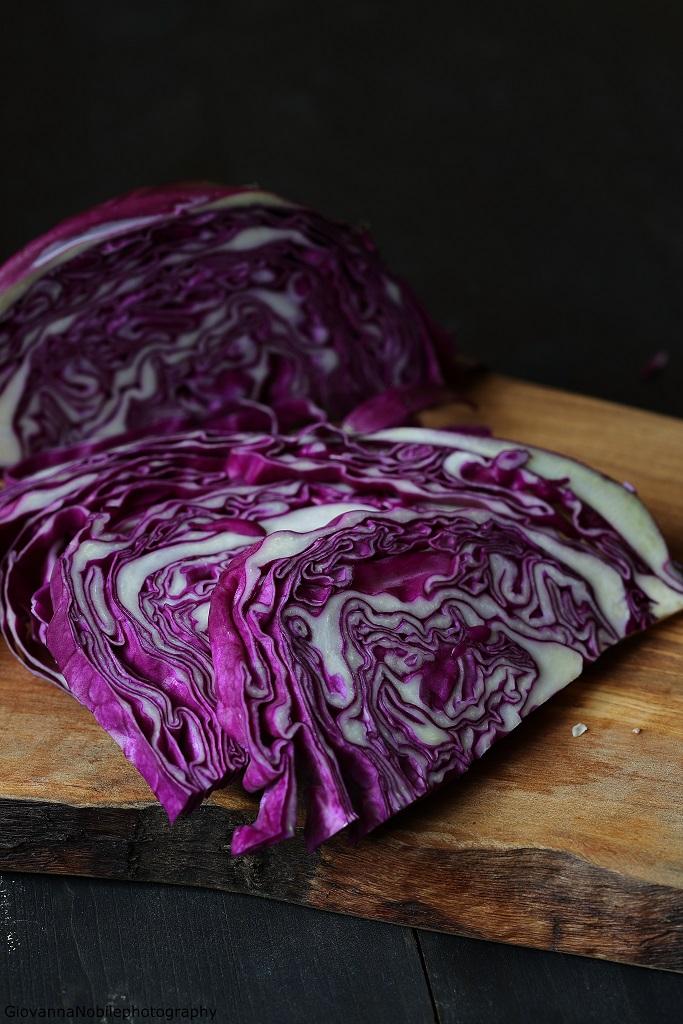 cavolo cappuccio viola per uova in tegamino con funghi e patate