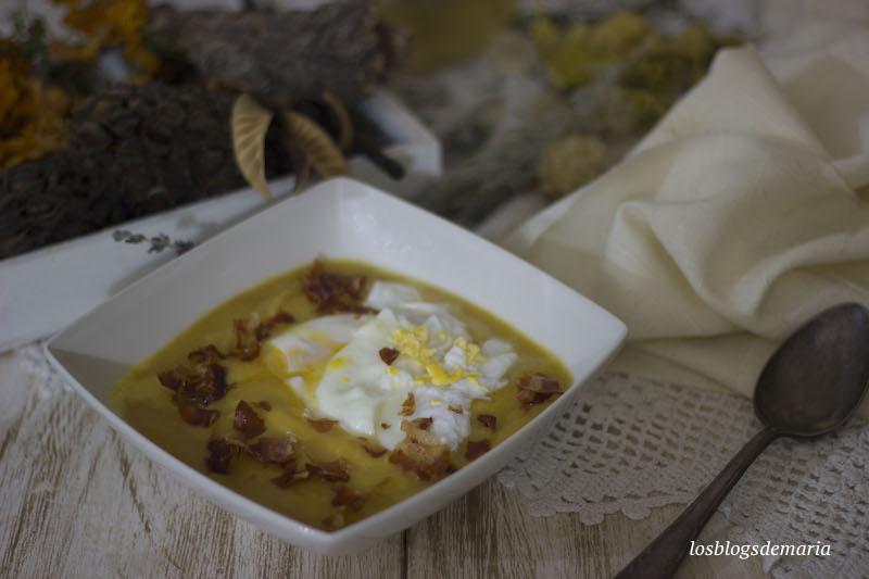 Crema de calabaza e hinojo con huevo pochado y virutas de bacon crujiente