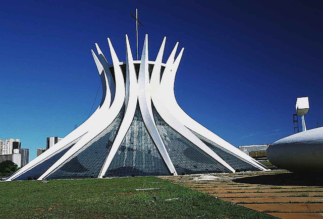 Oscar Niemeyer architecture, a color photograph of a pinched starburst building