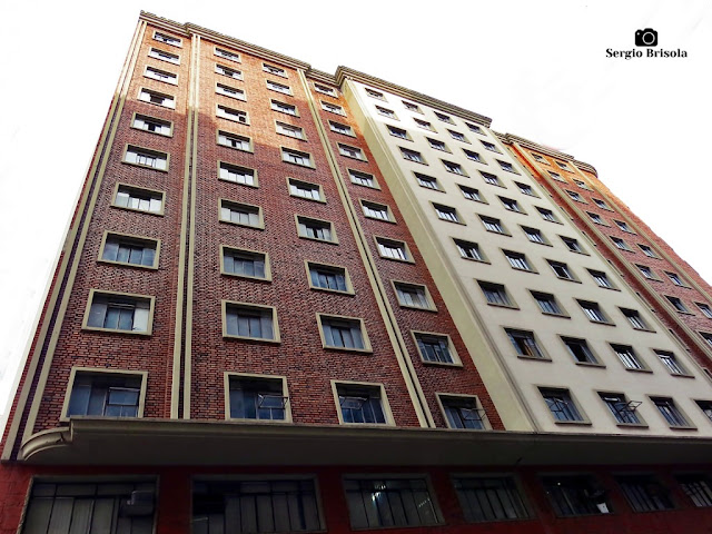 Perspectiva inferior da fachada do Edifício P. Fongaro - Centro - São Paulo