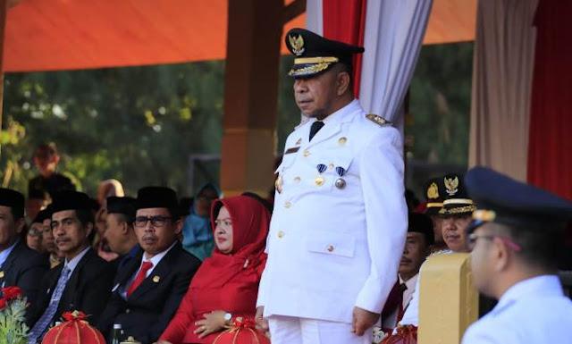 Wakil Bupati Selayar, Pimpin Upacara Penurunan Bendera HUT RI Ke 74