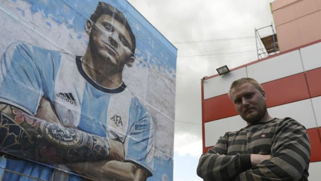 Sambut Piala Dunia 2018, 'Messi' Raksasa Nongol di Rusia