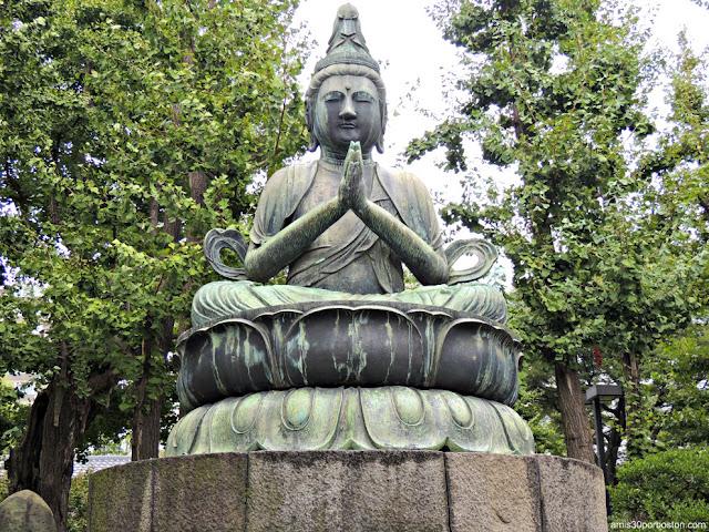 Estatua de Kannon en el Bentendo Hall del Templo Sensoji