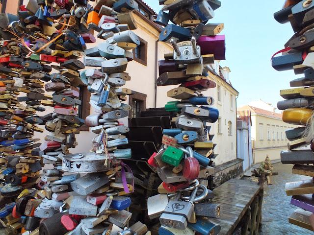 Puente con candados en Praga