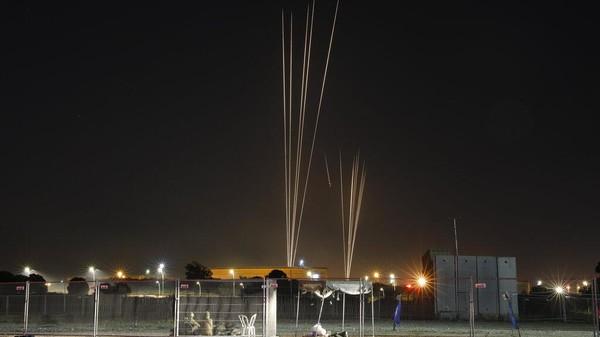 Garda Revolusi Iran Puji Serangan Roket dari Gaza ke Israel