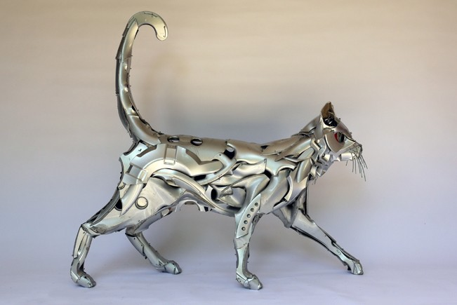 09-Cat-Ptolemy-Elrington-Hubcap-Creatures-and-other-Car-Parts-Animal-Sculptures-www-designstack-co