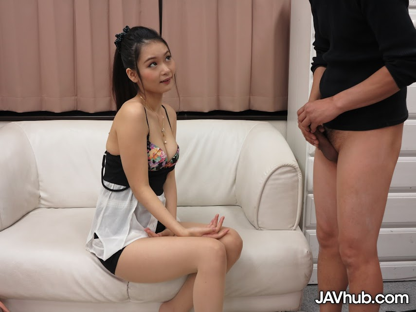 JAVHUB 897 ako-nishino-serves-an-older-gentleman