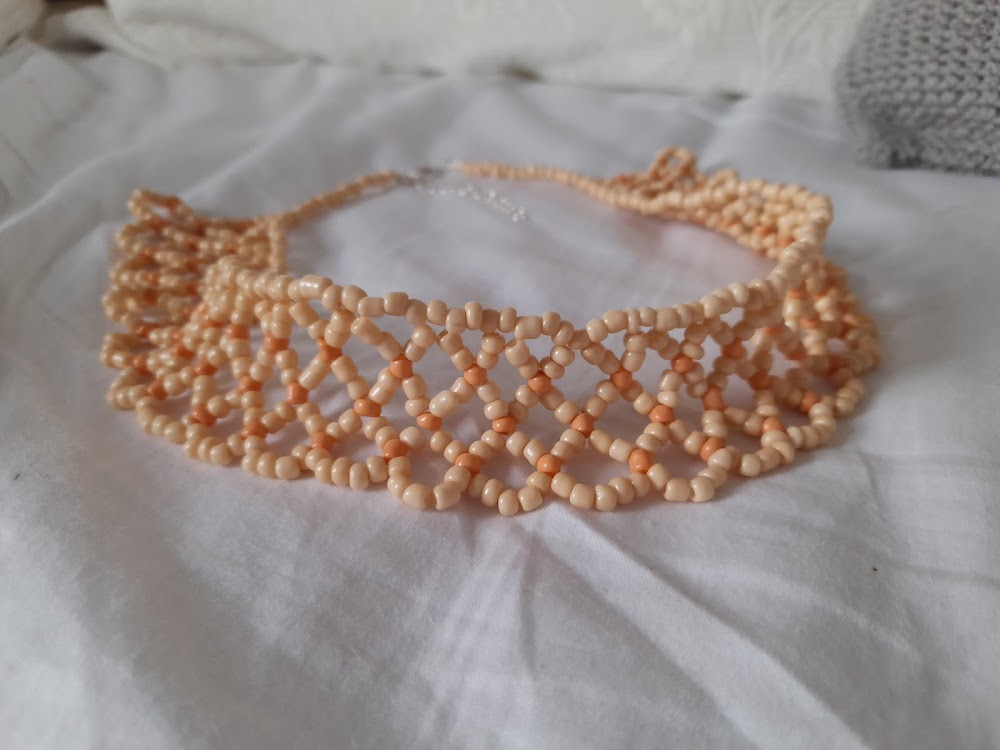 Craft: Jewellery  Simple Netted Necklace