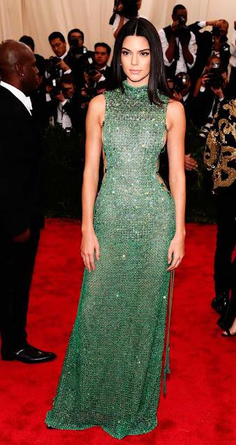 Kendall Jenner vestido verde longo, festa