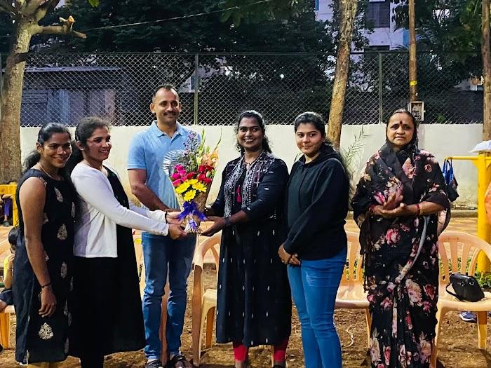 कबड्डी'वर पीएचडी केलेल्या शिक्षिकेचा लक्ष्मी दुधाने यांच्या माध्यमातून सत्कार | Laxmi Dudhane Falicitate Vidya Pathare