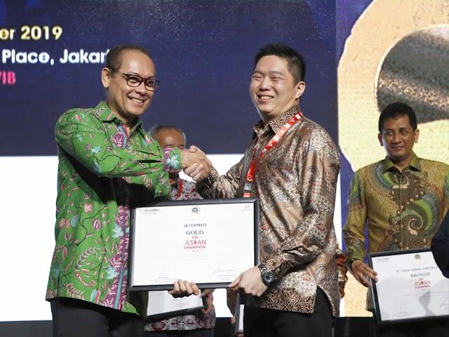 J&T Express Sukses Raih Penghargaan Indonesia Go Asean Champion