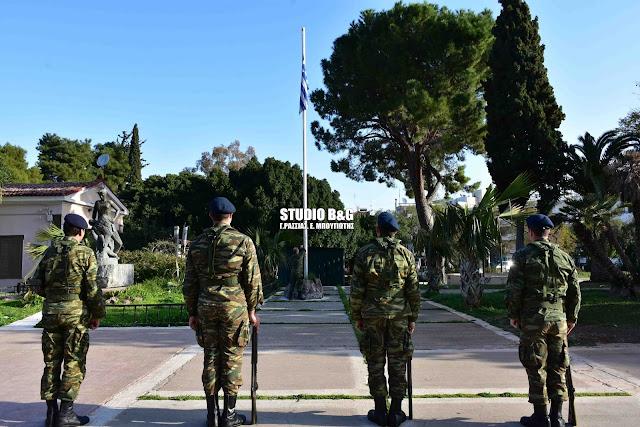 Ρίγος και συγκίνηση στην έπαρση της Ελληνικής σημαίας για την 25η Μαρτίου (βίντεο)