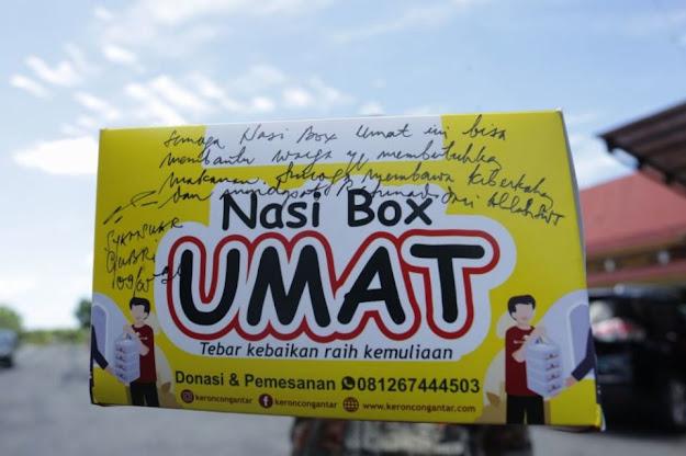 Kotak 'Nasi Box Umat' yang ditulis pesan Gubernur Riau Syamsuar
