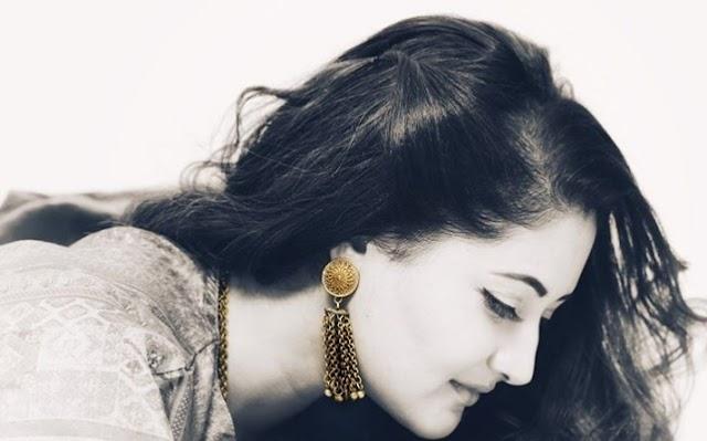रश्मि देसाई ने एक तस्वीर शेयर कर लिखा..चाहतों के चर्चे मगर एतराज प्यार का...