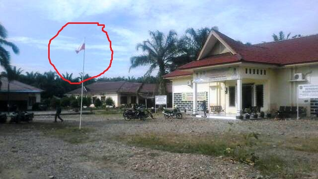Astaga...!!! Kantor BKPSDM Palas Kibarkan Bendera Terbalik