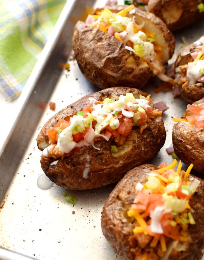 Papas asadas al horno rellenas, el relleno pueden ser sobras de otras comidas para rellenar