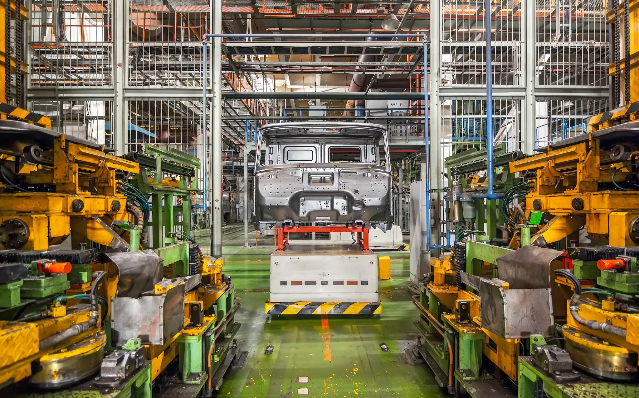 الحكومة المصرية تبحث خطط توطين صناعة السيارات محلياً