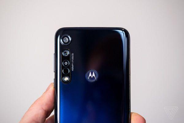 موتورولا تعمل على هاتف جديد مقتبس من هاتف سامسونغ