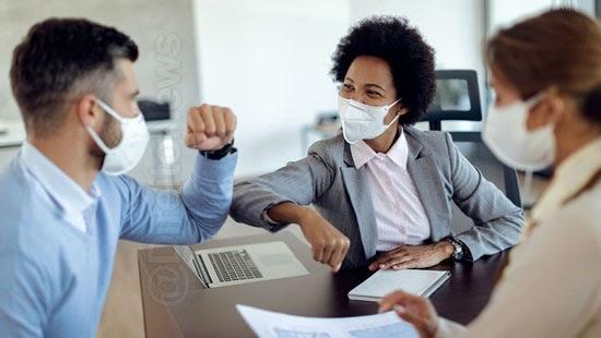 sintomas covid 19 relacoes trabalhistas pandemia