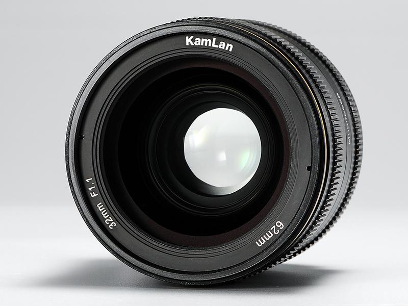 Объектив Kamlan 32mm f/1.1, вид спереди