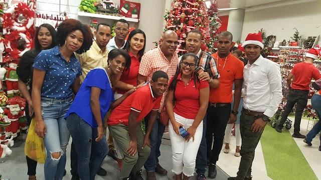 Jovenes ausentes de Yaque se reunen en la capital y dan la bienvenida a la navidad junto a Joaquin de la Cruz