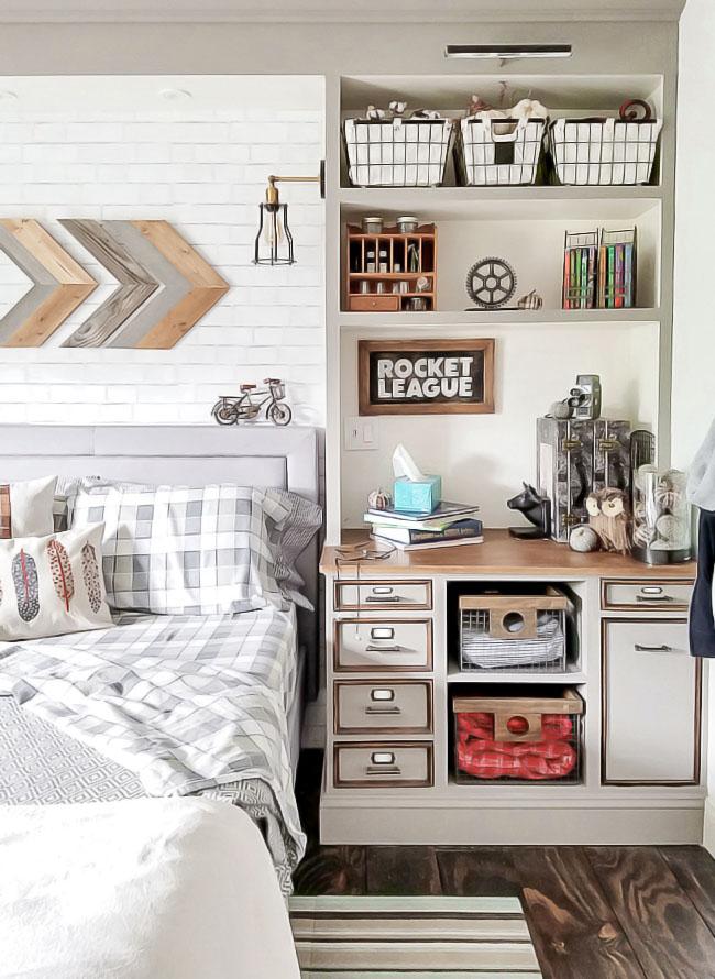 Fall decor in teen bedroom, arrow wall art - Rocket League sign, wire baskets