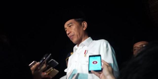 Blusukan Malam Hari, Jokowi Datangi Marbot Masjid Lalu Bagikan Uang 1 Juta, Istri Marbot Sampai Deg-degan!