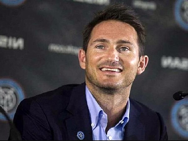 Ashley Cole backs Frank Lampard to become Chelsea's next manager