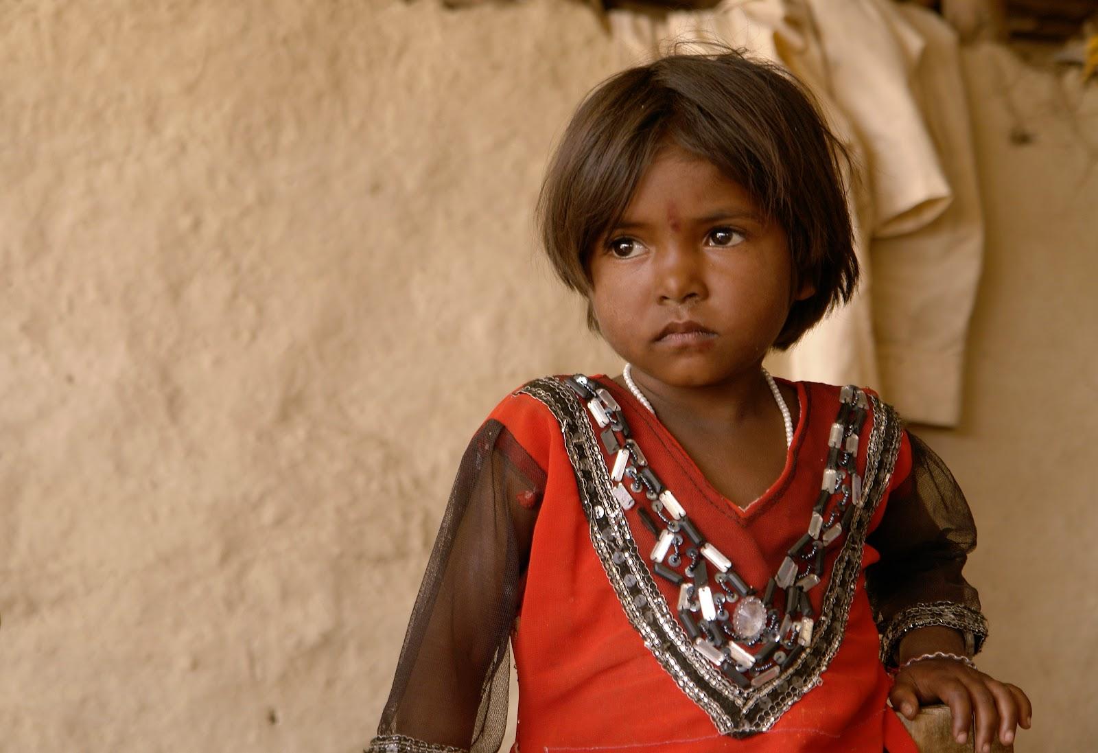 マディヤ・プラデーシュ州ライセン県の若いインド少女