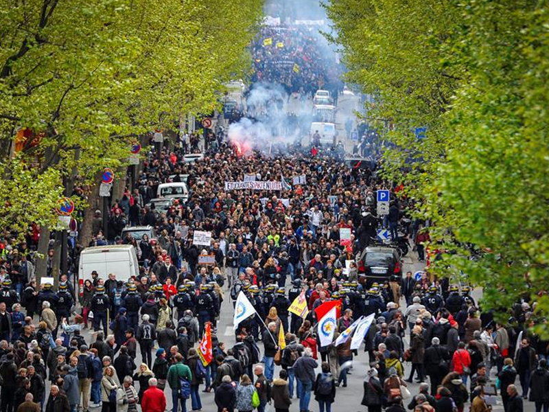 Miles de franceses convocados a protesta contra reforma laboral