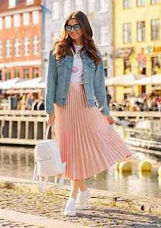Rok plisket dengan warna pastel yang manis