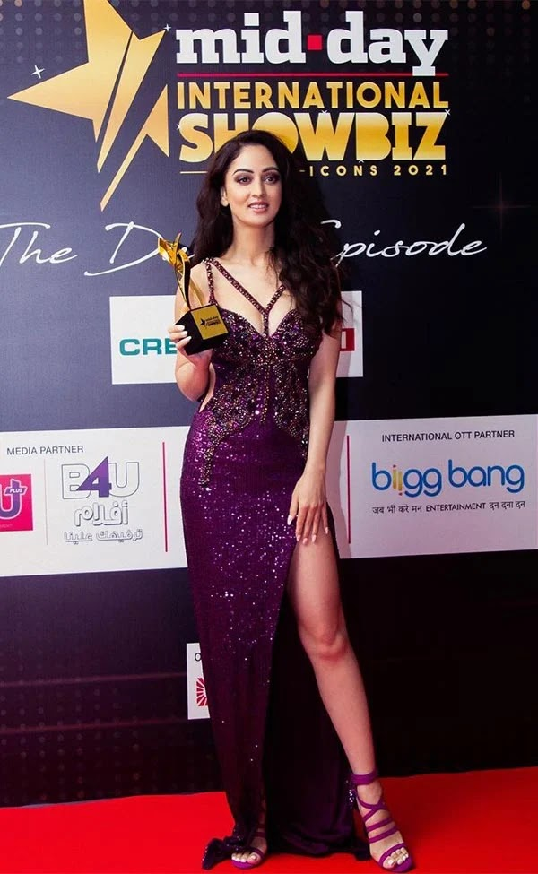 Sandeepa Dhar in high slit purple gown received her first award for Bisaat web series