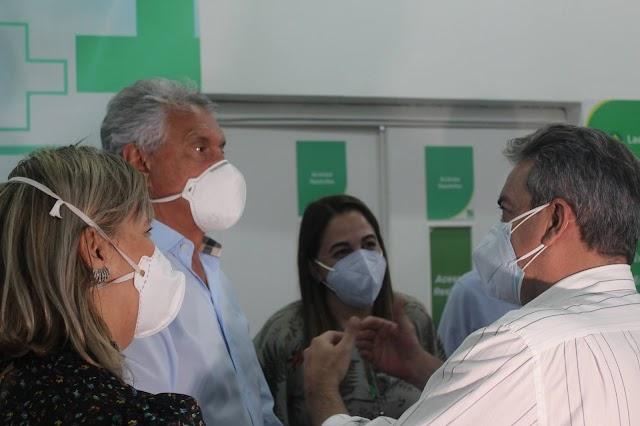 """Regionalização da saúde é """"compromisso de vida"""", diz Caiado durante visita a hospital e vistoria a obras de policlínica, em Formosa"""