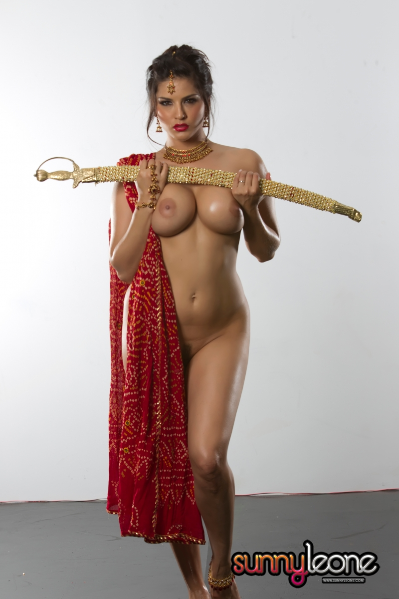 Sunny Leone Nude Hot Masturbate With Sword  Porn Blog-6398